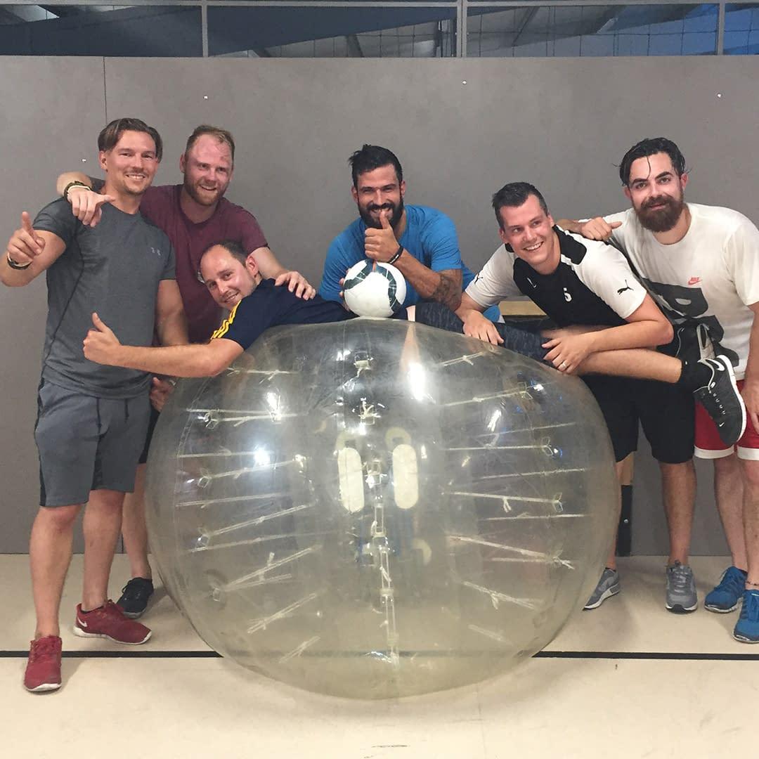 buborékfoci legénybúcsú program ötlet csapatépítő céges rendezvény