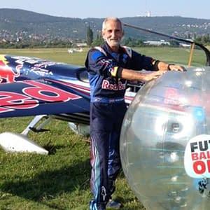 futballon buborékfoci Besenyei Péter red bull